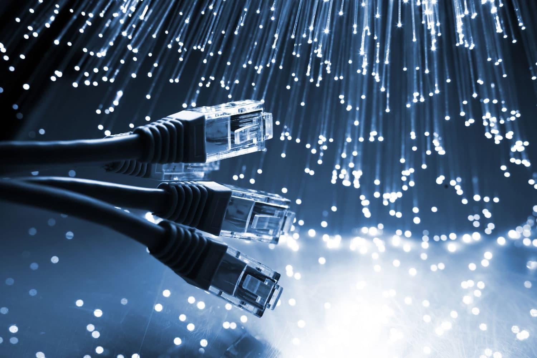 Durch ein LAN-Kabel wird Ihre IP Sprechanlage mit dem Internet verbunden und mit Strom versorgt