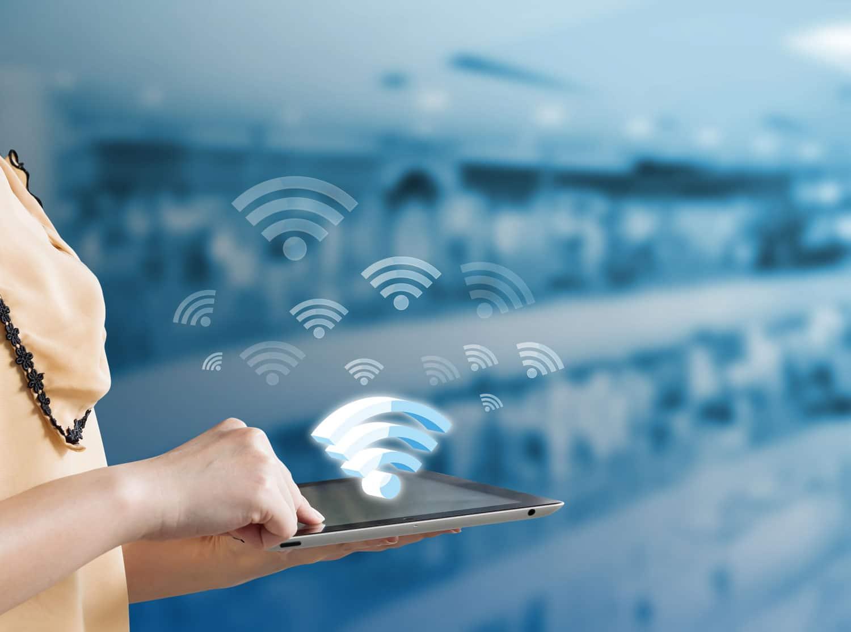 Durch WLAN kann das Datensignal kabellos von Ihrer Sprechanlage zu einem Router wie der FritzBox oder dem Speedport übertragen werden